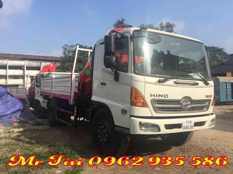 Xe tải hino 500 FG gắn cẩu gập ferrari F712 A3