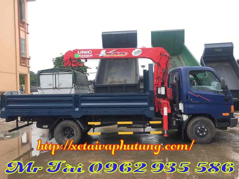 Xe tải hyundai hd 700 gắn cẩu unic 3 tấn 4 đốt